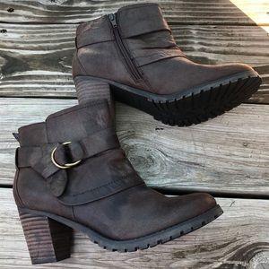 Baretraps ankle heeled fashion booties size 9.5